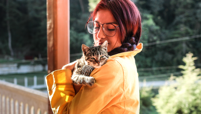 Cat Bids Tearful Goodbye to Second Family Down the Street
